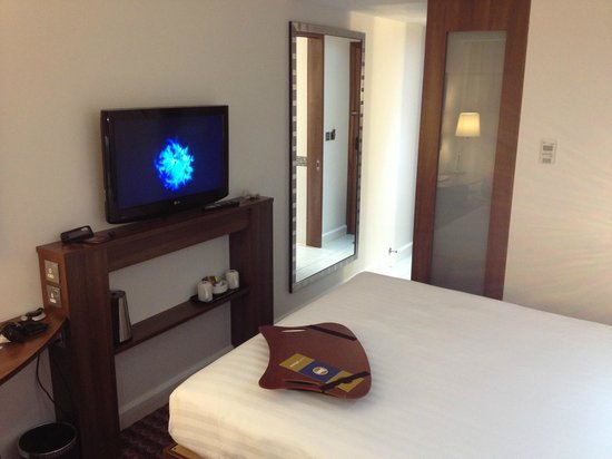 Hampton by Hilton London Croydon: Bedroom