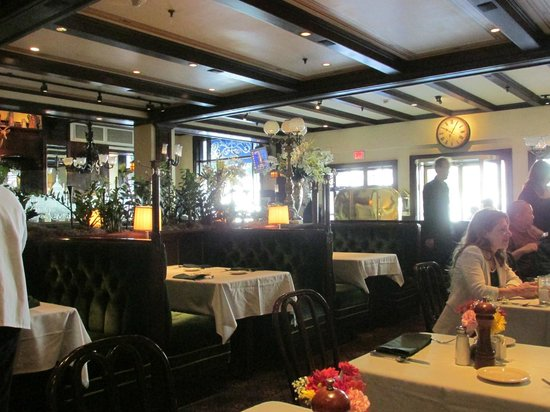 Old Ebbitt Grill: The tables