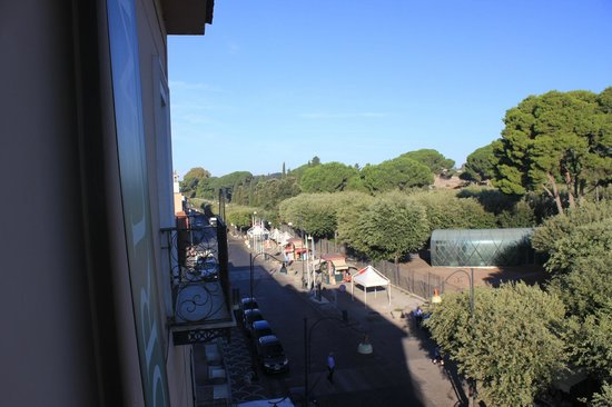 Hotel Forum Pompei : on the balcony, looking toward the entrance to the scavi