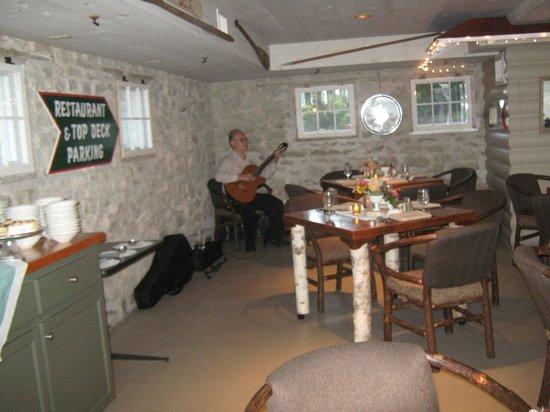 Gordon Lodge: Inside of boat house