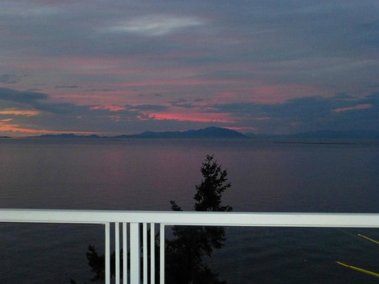 MGM Seashore Bed & Breakfast: The view from the uppermost deck.