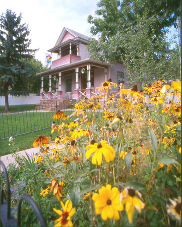 Holden House - 1902 Bed and Breakfast Inn: Whatever the season, a warm and friendly welcome awaits...