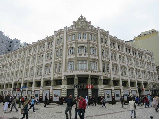 The Flowers Street : Este prédio deve ficar mais lindo no Natal, com a apresentação do tradicional coral.