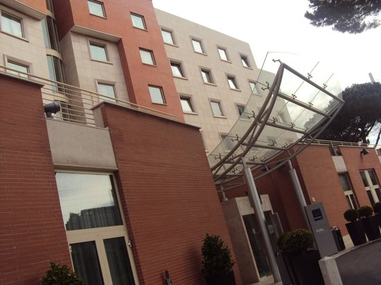 Novotel Roma Est Hotel: Fachado do hotel