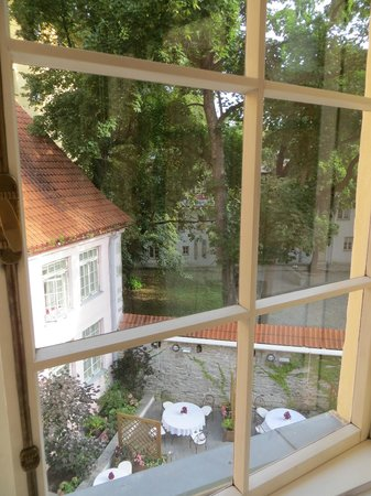 Hotel Schlossle: view of the courtyard