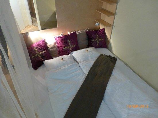 WANZ'inn Design Appartements: le lit