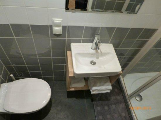 WANZ'inn Design Appartements: salle de bain