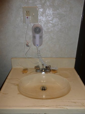 Cherry Lane Motor Inn: Hair dryer over sink where wire can fall into sink