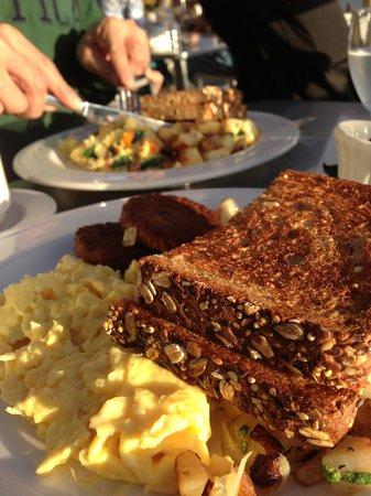 Best Western Plus Hood River Inn: 朝食はボリュームがありました!