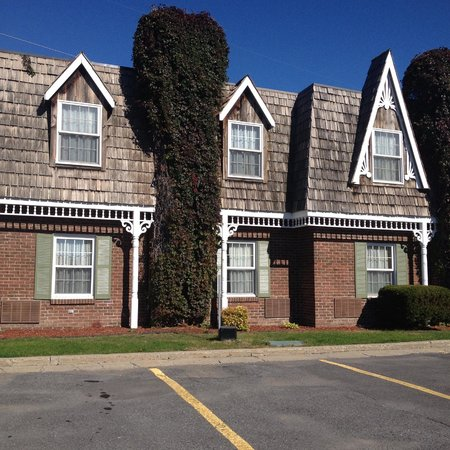 Best Western Parkway Inn & Conference Centre: Charming exterior