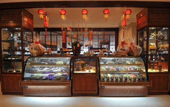 Windsor Plaza Hotel: Pastry Counter