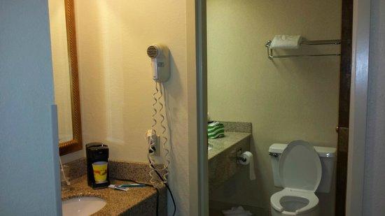 Chattanooga Choo Choo : Old school bathroom