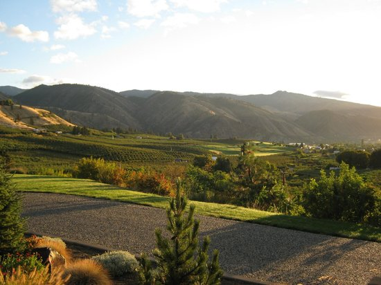 Cascade Valley Inn: Beautiful view of the valley.