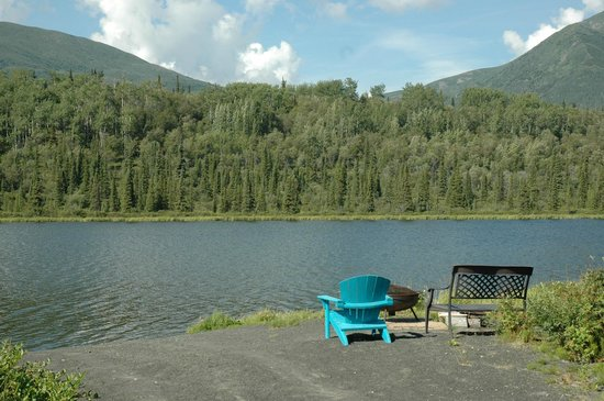 Matanuska Lodge: View of the lake