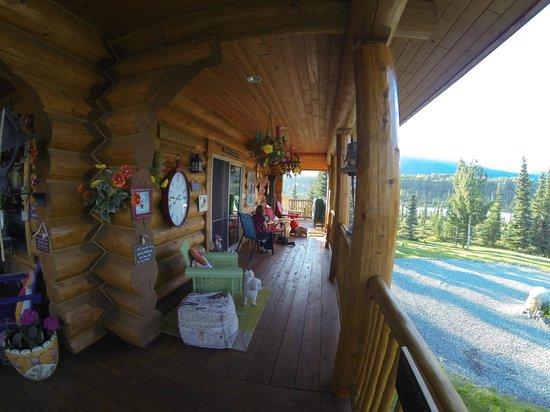 Matanuska Lodge: Part of the deck area