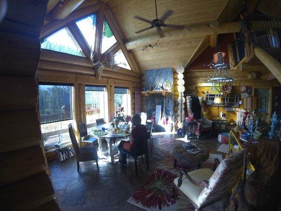 Matanuska Lodge: The dining area