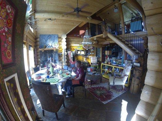 Matanuska Lodge : The common area