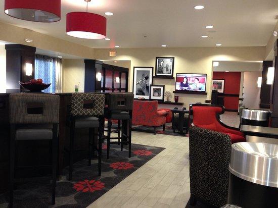 Hampton Inn Middletown: Lounge