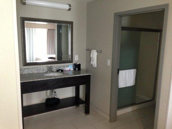 Hampton Inn Middletown: Bathroom-2