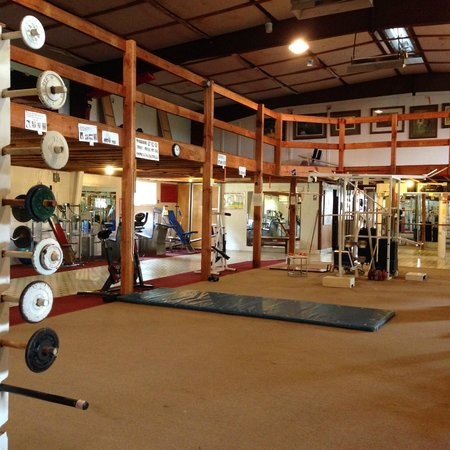 Deerwoode Lodge & Cabins: Gym- old equipment, but nostalgic and amazing programs to try