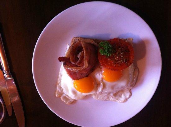 Hideaway on George: beautiful breakfast
