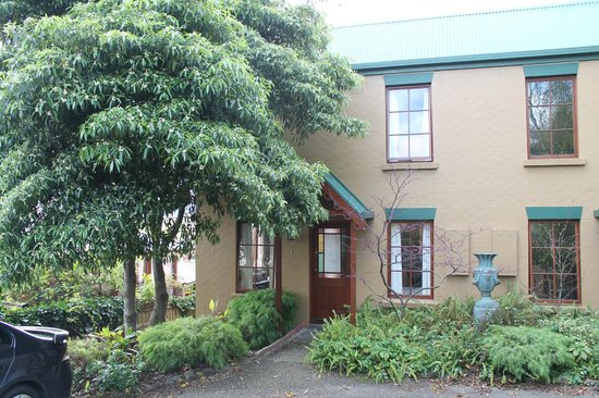 Fiona's Bed and Breakfast - Launceston B&B: front of our townhouse