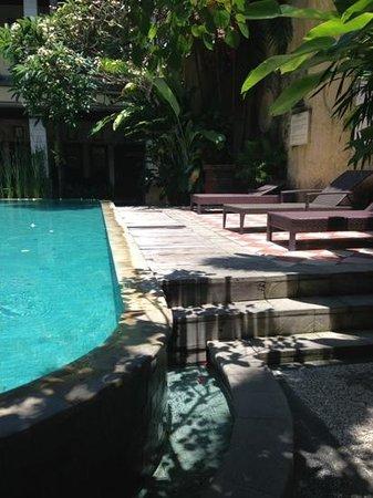 Mamo Hotel: poolside