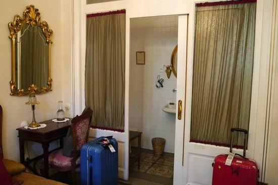 Hostal L' Antic Espai: 103号室