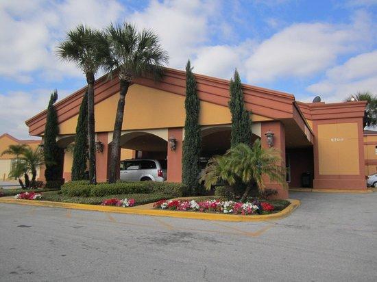 Econo Lodge Inn & Suites : Entrada do Hotel