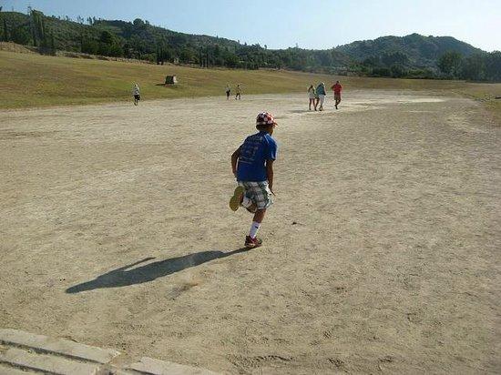 แองเชี่ยน โอลิมเปีย (อาร์ไชย่า โอลิมเปีย): Running the Track