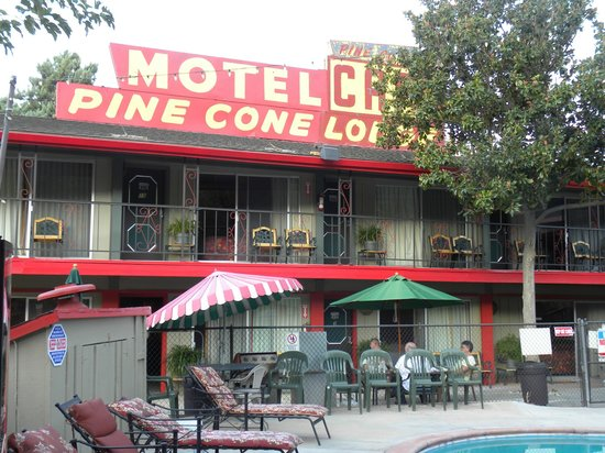 Piazza's Pine Cone Inn: Pine Cone motel, very quaint