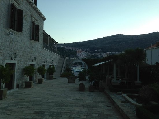 Hotel Kazbek: Courtyard