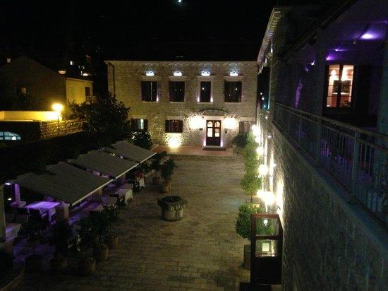 Hotel Kazbek: Nighttime