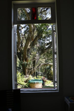 Casa Caminho do Corcovado : Desde el comedor hacia el jardín