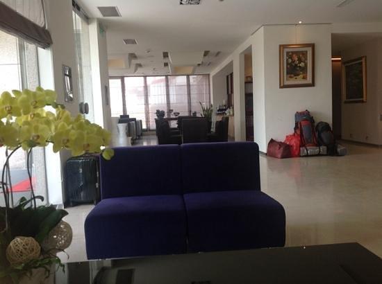 Beauty Inn: Lounge area with free tea and coffee