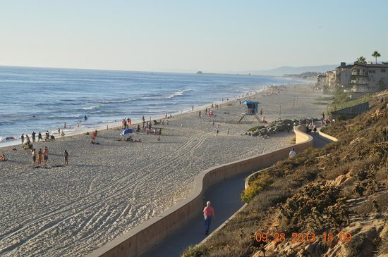 Residence Inn San Diego Carlsbad: Carlsbad Beach about 6 miles from the Hotel..also you can bring your pet/dog to walk around ..