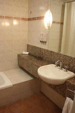 Ibis Styles Cairns: Bathroom