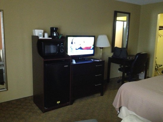 Quality Inn Merrillville: plenty of dresser space as well as night stands on each side of bed.