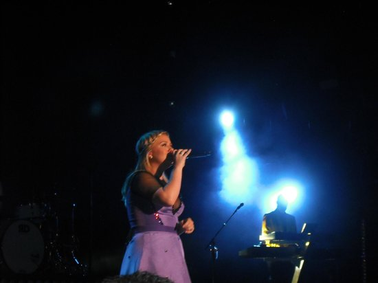 Fiddler's Green Amphitheatre: Kelly Clarkson - Honda Civic Tour -9/24/2013