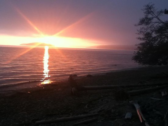 Beachside by the Bay: Sunset from the hot tub
