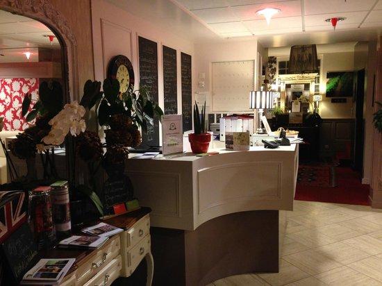 Hotel La Résidence des Artistes: Reception
