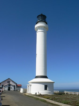 Point Arena Lighthouse & Museum : 100 ft tall lighthouse