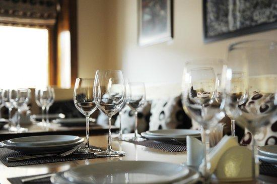 ROOM Fine Art Wine Dine