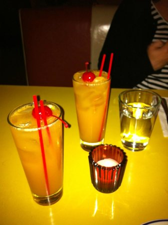 Bowery Bar and Grill: Peaches n cream