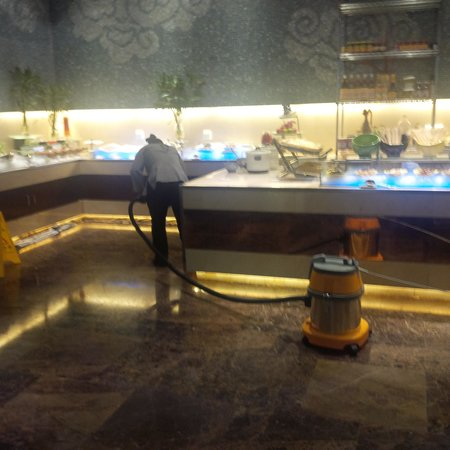 Crowne Plaza Yichang : Great time to vacumm