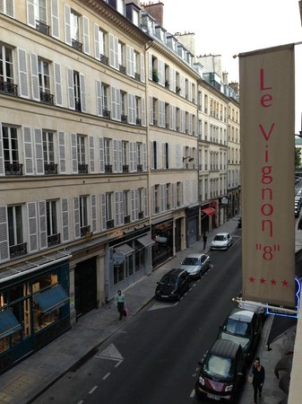 Hotel Le Vignon: Rue Vignon from our 3rd Floor Room