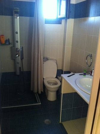 Anemomilos: badkamer met massagedouche