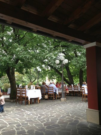 Trattoria Da Bepi Alle Scuole: the terrace of the restaurant
