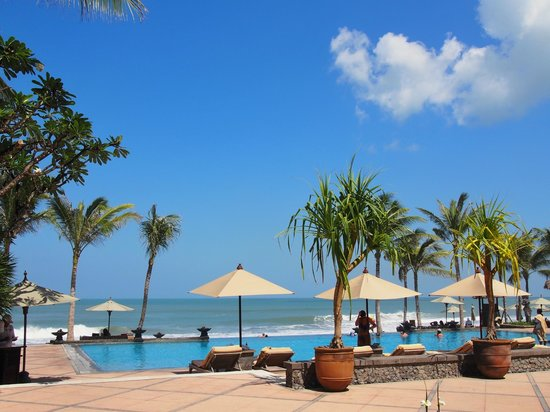The Legian Bali: pool side