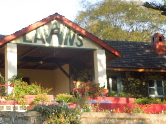 Lawns Hotel: Lawns veranda